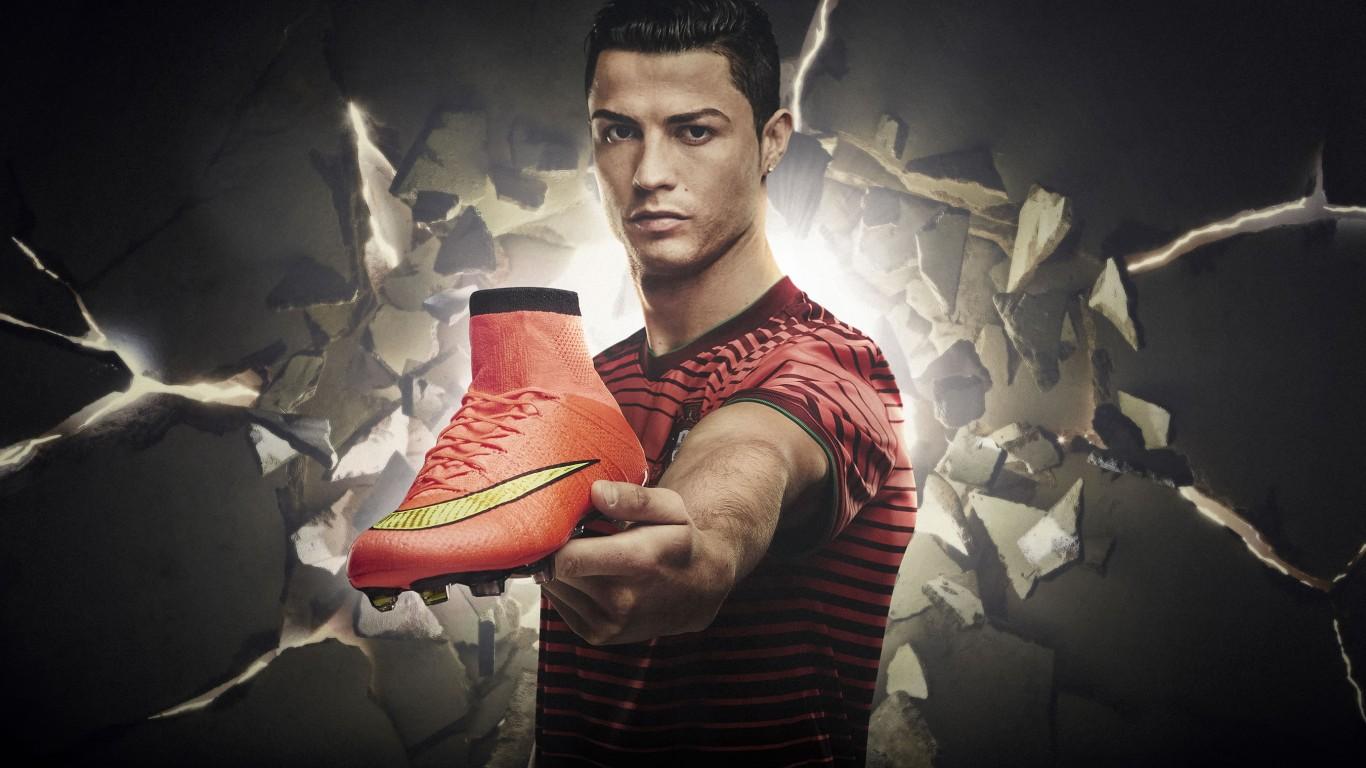 Cristiano ronaldo amazing football player hd wallpaper for desktop background