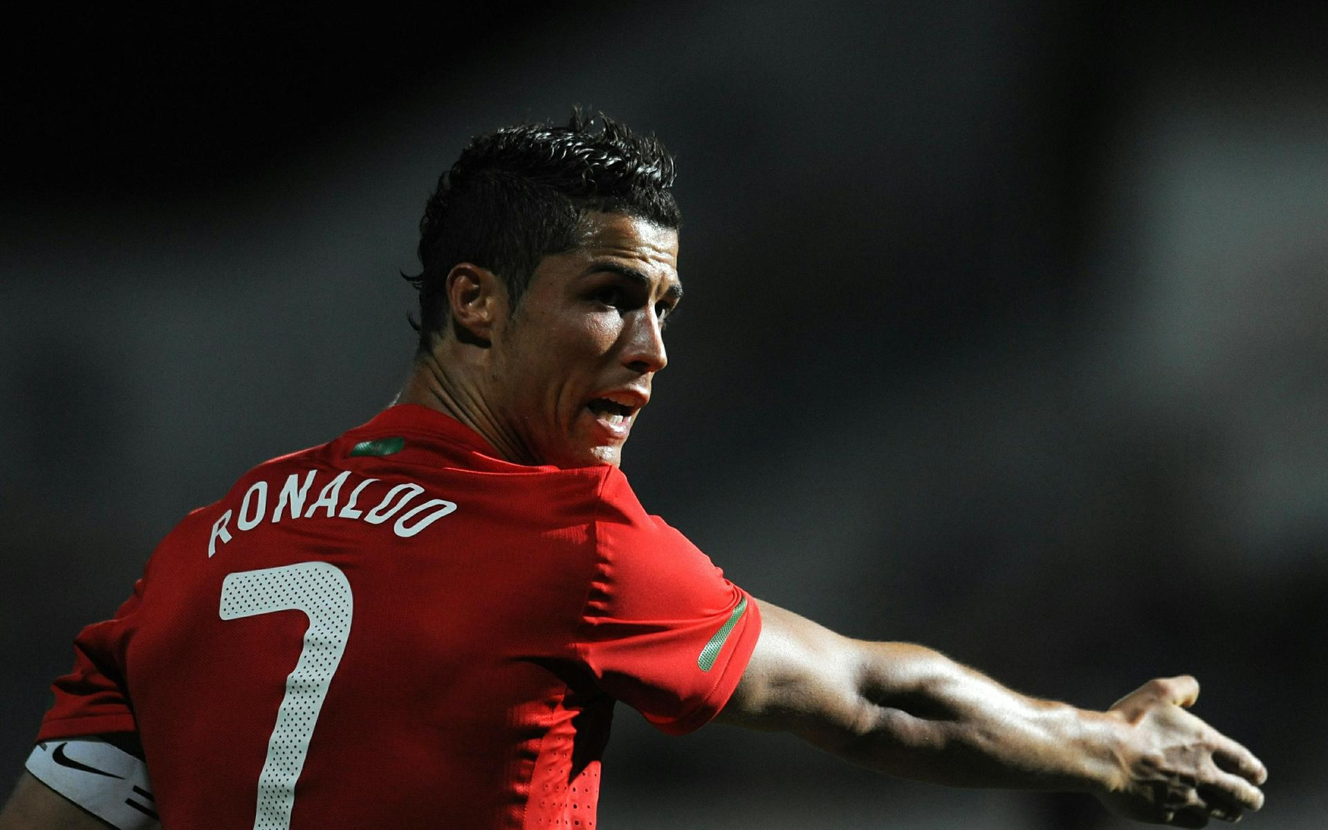 Cristiano Ronaldo pointing wallpaper