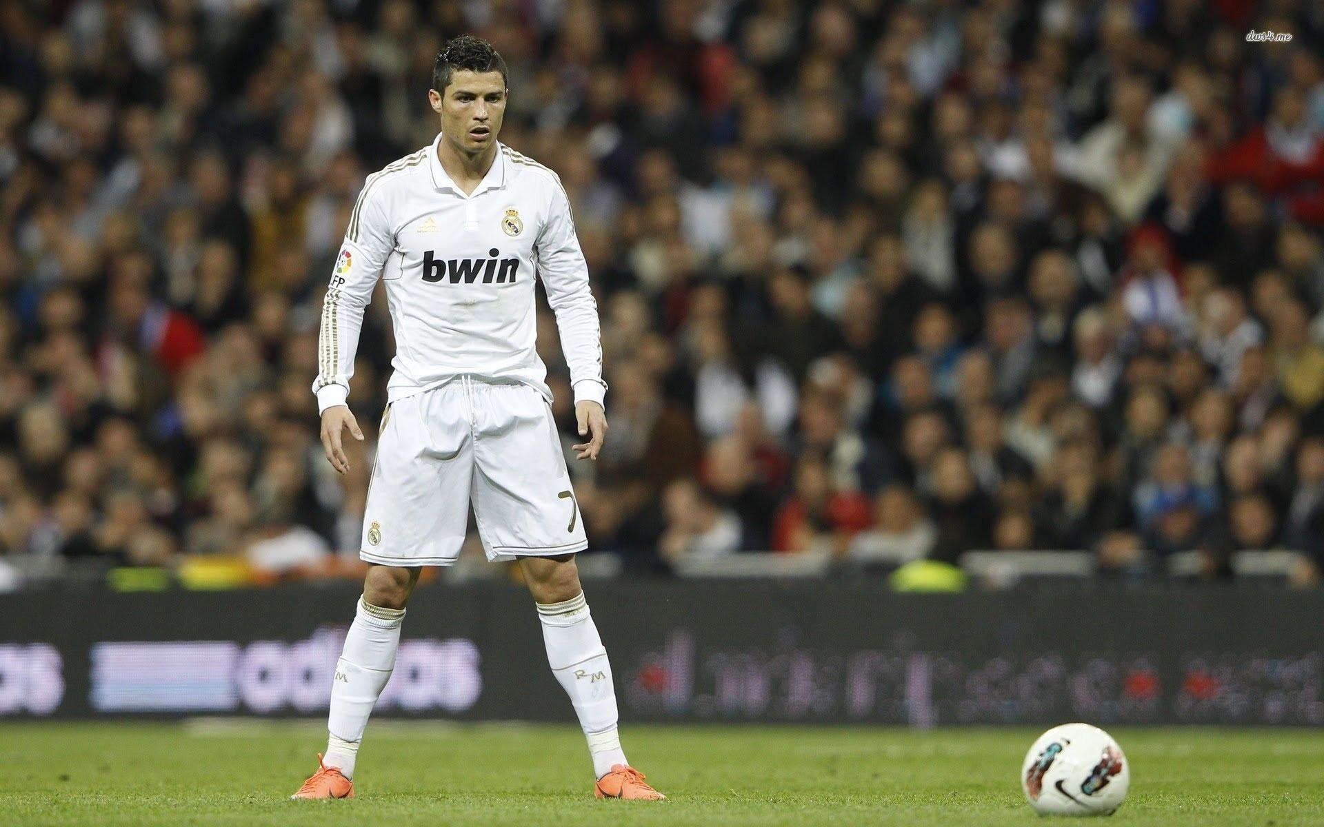 Cristiano Ronaldo staring at ball wallpaper