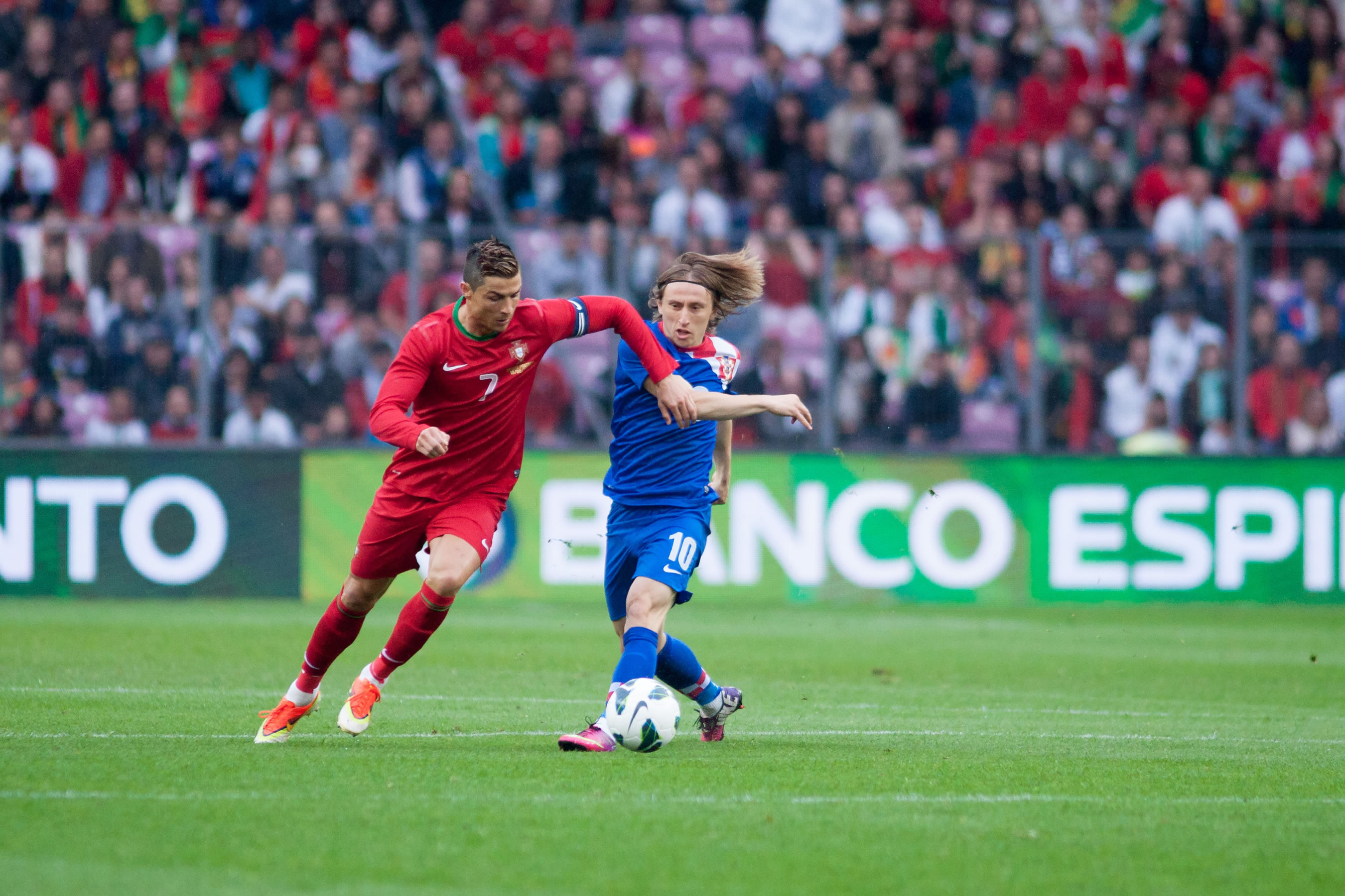 Cristiano Ronaldo vs Luka Modric Wallpaper